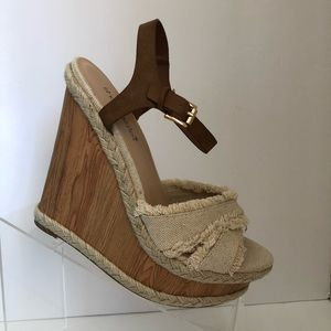 Shoe dazzle Wood Wedge Sandals Sz 8.5
